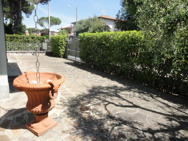 Soluzione Indipendente in affitto a Pietrasanta, 4 locali, zona Località: MARINA DI PIETRASANTA, Prezzo trattabile   Cambio Casa.it