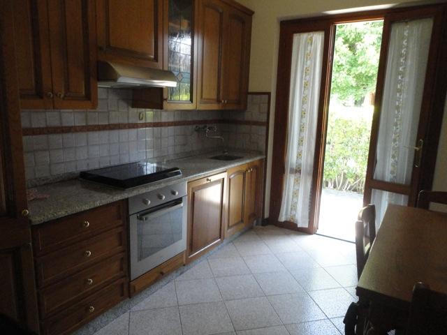 Soluzione Indipendente in affitto a Pietrasanta, 4 locali, zona Località: MARINA DI PIETRASANTA, Prezzo trattabile | Cambio Casa.it