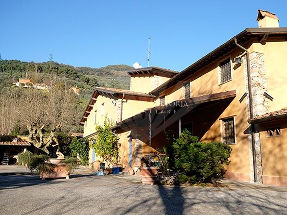 Rustico / Casale in vendita a Pietrasanta, 15 locali, zona Località: GENERICA, Prezzo trattabile | Cambio Casa.it