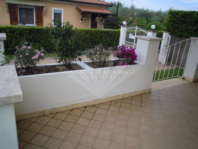 Villa bifamiliare PIETRASANTA 215
