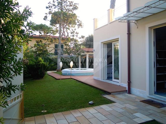 Villa bifamiliare PIETRASANTA 323
