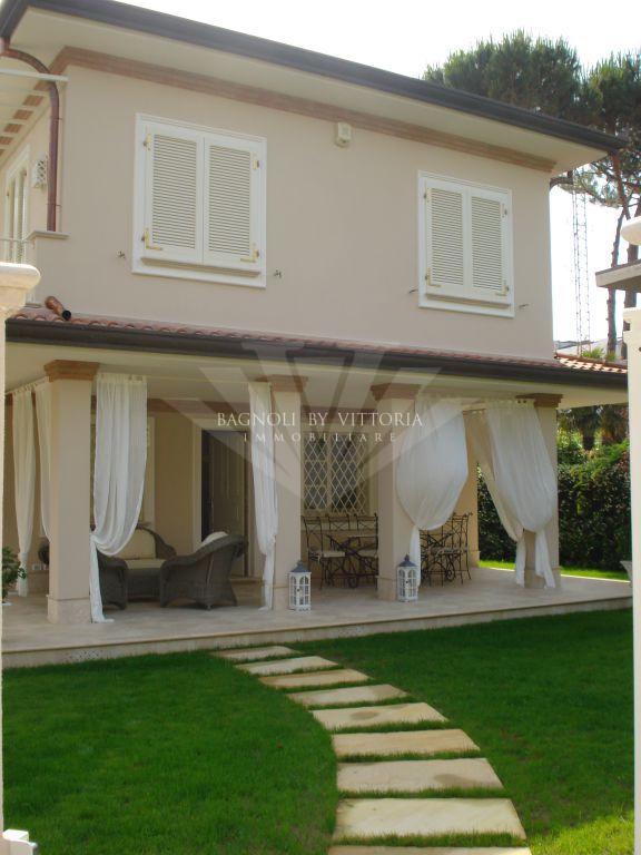 Villa in affitto a Pietrasanta, 7 locali, zona Località: GENERICA, Trattative riservate | Cambio Casa.it