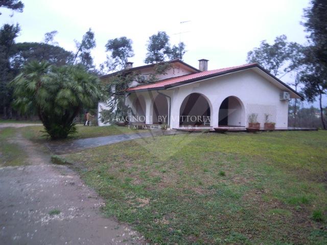 Villa in affitto a Pietrasanta, 7 locali, zona Località: MARINA DI PIETRASANTA, Trattative riservate   Cambio Casa.it