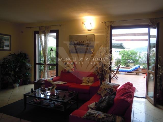 Appartamento in vendita a Seravezza, 6 locali, prezzo € 420.000 | Cambio Casa.it