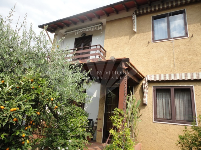 Appartamento in affitto a Pietrasanta, 4 locali, zona Località: GENERICA, prezzo € 900 | Cambio Casa.it