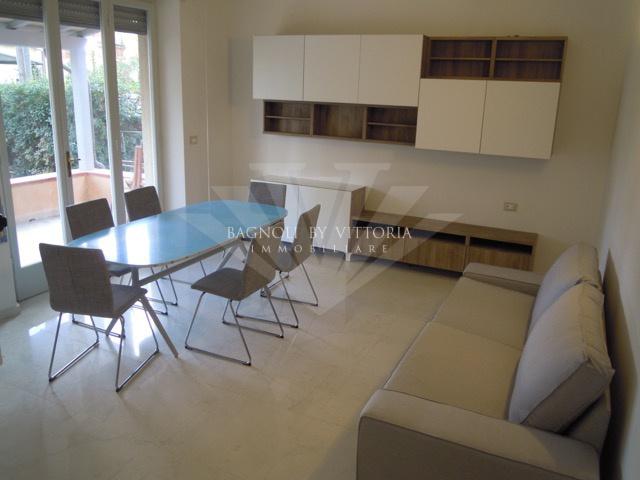 Appartamento in buone condizioni in affitto Rif. 9340762