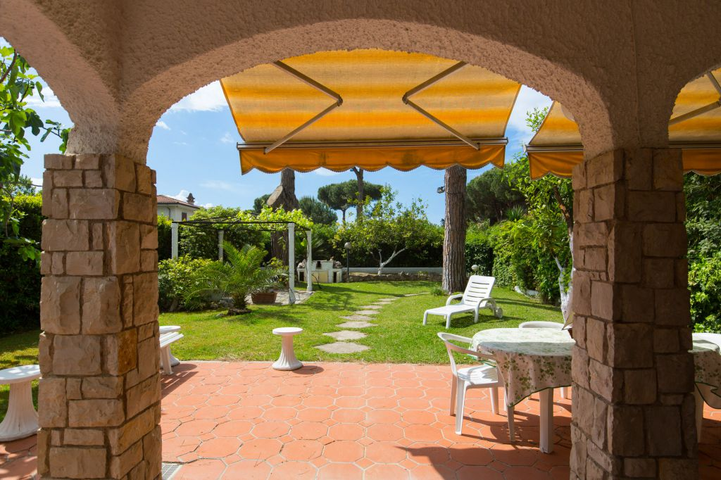 Villa in vendita a Fondi, 3 locali, Trattative riservate | CambioCasa.it