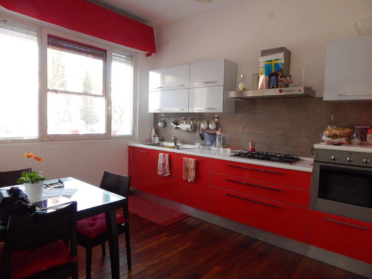 Appartamento in vendita a Pesaro, 3 locali, prezzo € 290.000 | CambioCasa.it