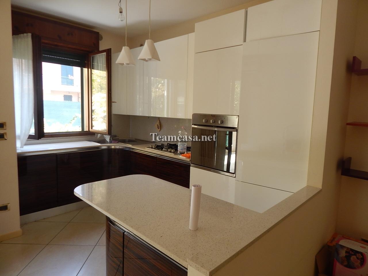 Appartamento in vendita a Pesaro, 3 locali, prezzo € 240.000 | CambioCasa.it