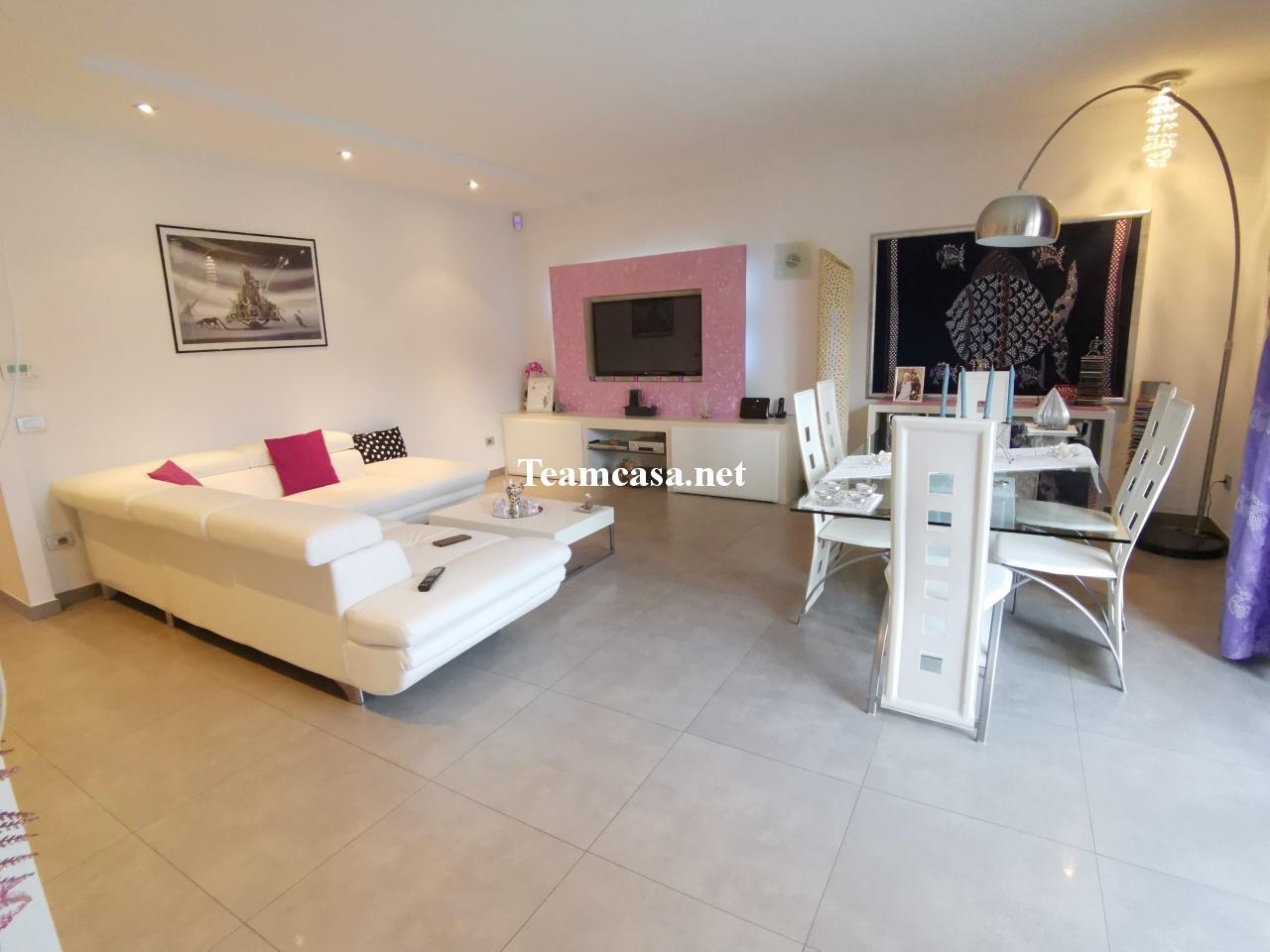 Appartamento in vendita a Pesaro, 5 locali, prezzo € 450.000 | CambioCasa.it