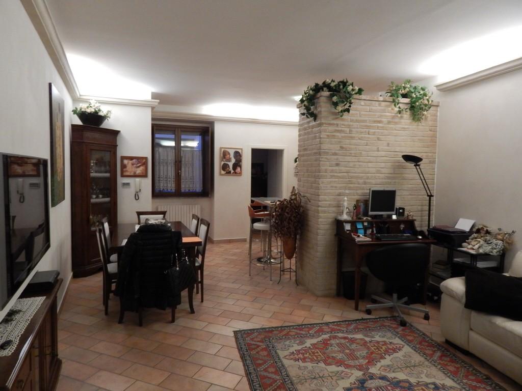 Appartamento in vendita a Pesaro, 3 locali, prezzo € 200.000 | CambioCasa.it