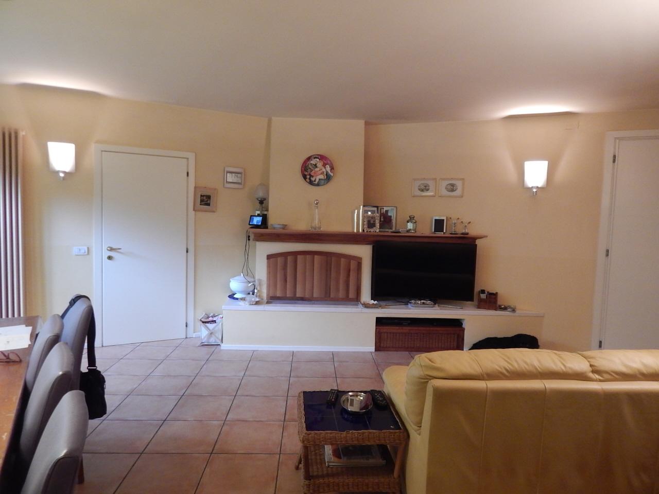 Villa 5 locali in vendita a Pesaro (PU)