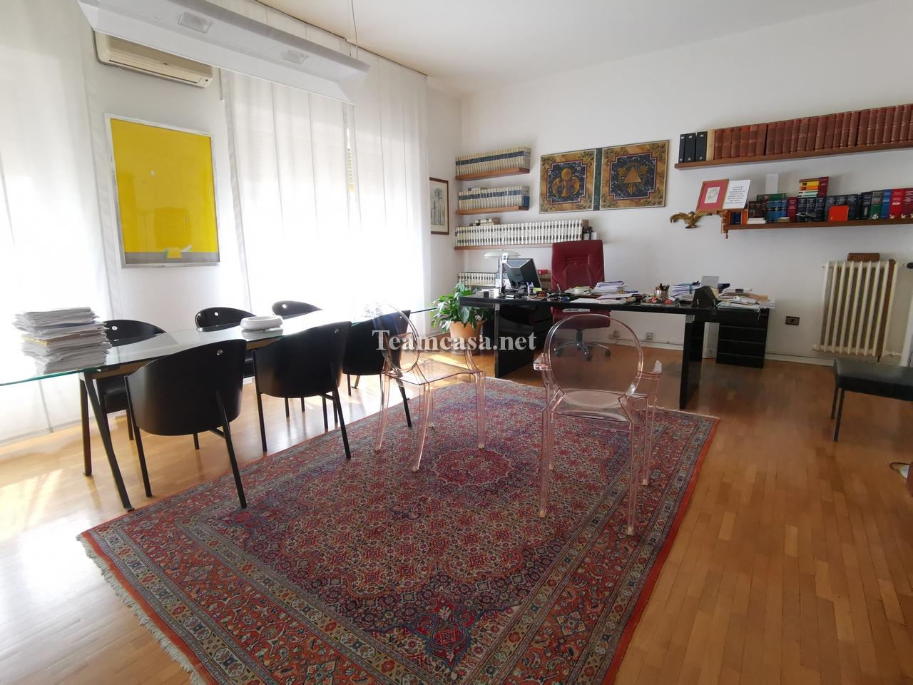 Ufficio 5 locali in vendita a Pesaro (PU)