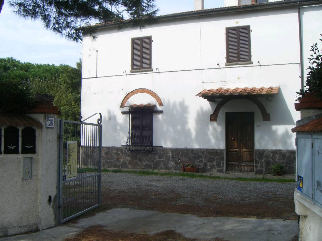 Soluzione Indipendente in vendita a Scarlino, 5 locali, prezzo € 200.000 | CambioCasa.it