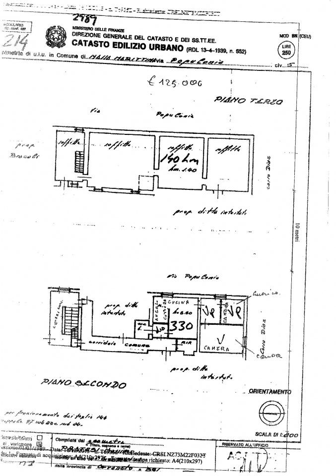 Bellissimo Appartamento in pieno centro a Massa Marittima di circa 75 mq, posto al 2° piano, completamente ristrutturato, con soffitta di proprietà di circa 90 mq.<br /> L&#039;immobile è composto da angolo cottura, soggiorno, due camere e bagno, al 3° piano soffitta in parte già ristrutturata.<br /> Termosingolo e ristrutturato.