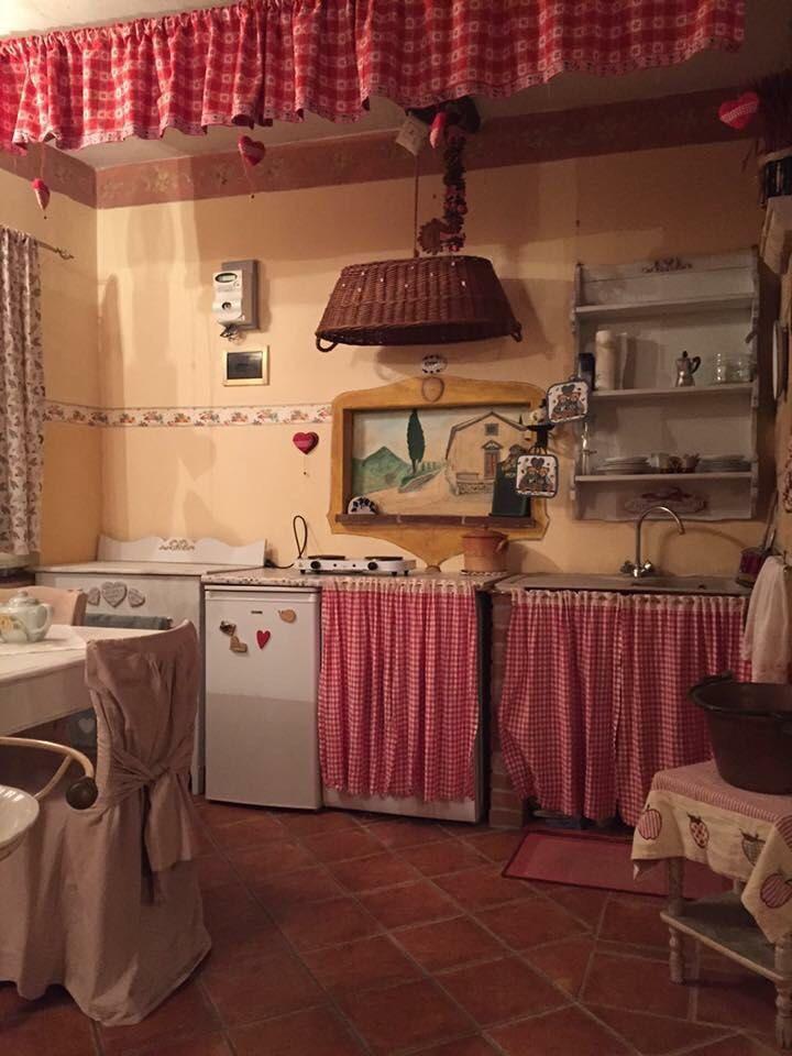 Grazioso monolocale, a due passi dal Duomo di Massa Marittima, completamente ristrutturato e arredato, composto da cucinotto in muratura con camera matrimoniale e bagno con doccia.<br /> Possibilità di creare anche una piccola attività, poichè è accatastato come fondo commerciale. Rif. 4769128