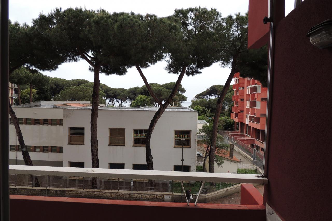 affitto appartamento follonica zona nuova  550 euro  4 locali  80 mq