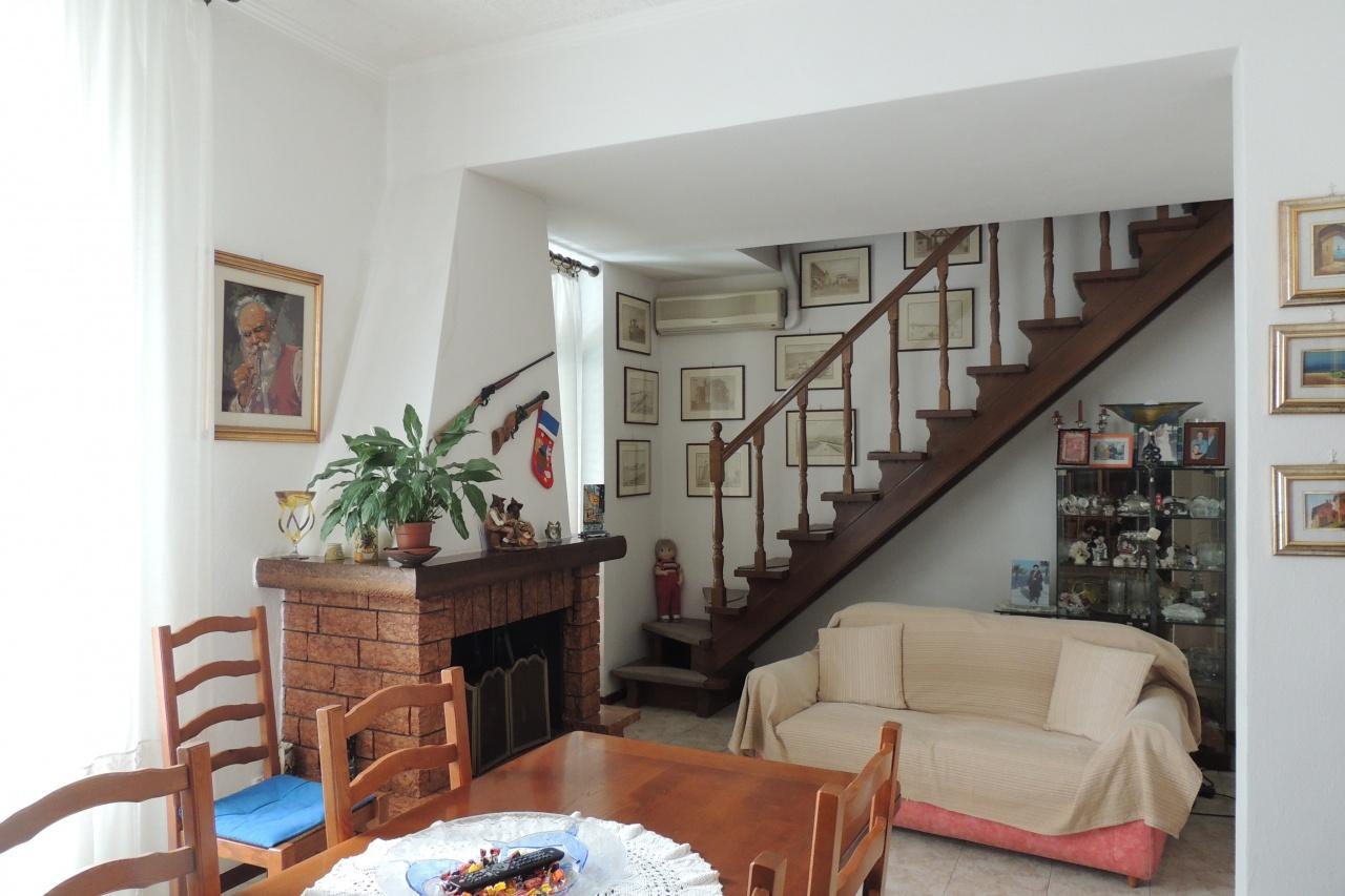 Casa Indipendente in buone condizioni in vendita Rif. 6438385