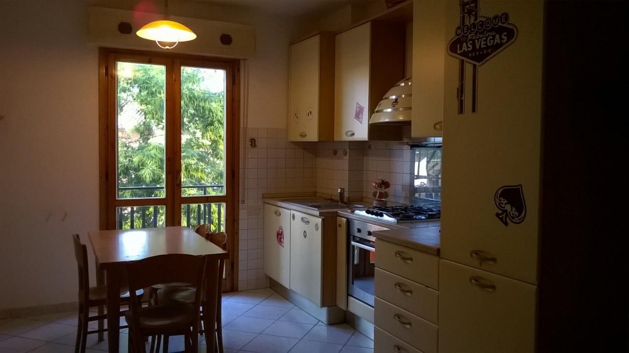 Appartamento in buone condizioni arredato in vendita Rif. 9916243