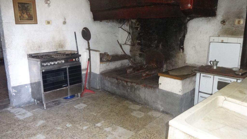 Rustico / Casale in vendita a Calenzano, 10 locali, zona Località: LEGRI / LE CROCI, prezzo € 540.000 | Cambio Casa.it