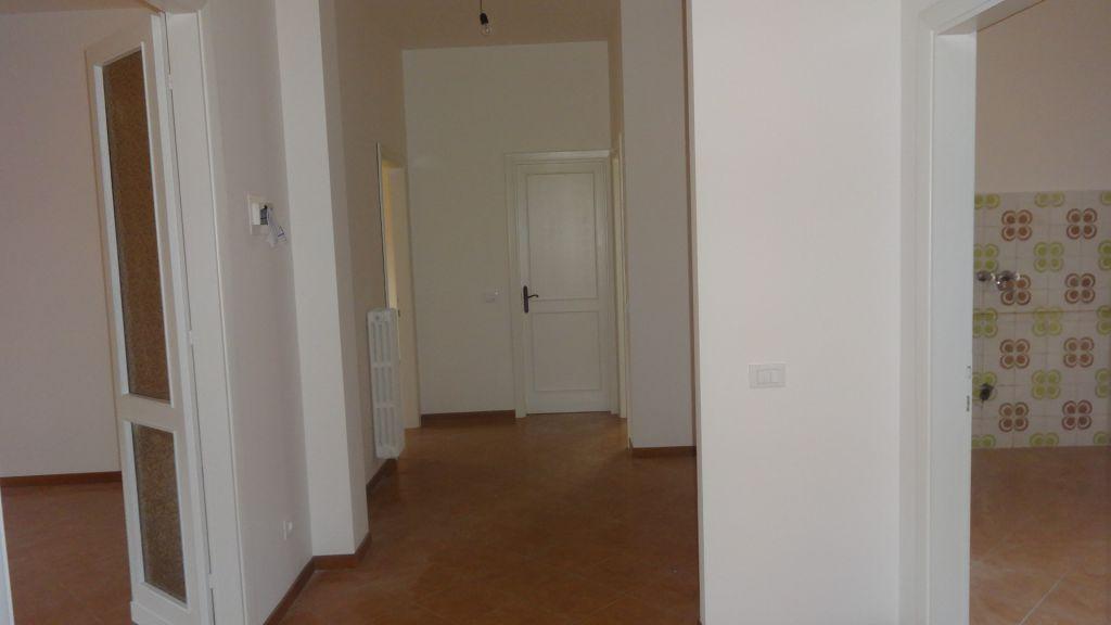 Appartamento in affitto a Poggio a Caiano, 4 locali, zona Località: poggio a caiano, prezzo € 700 | Cambio Casa.it