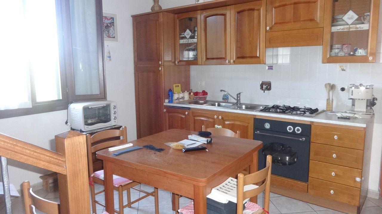 vendita appartamento campi bisenzio sant'angelo a lecore  160000 euro  3 locali  65 mq