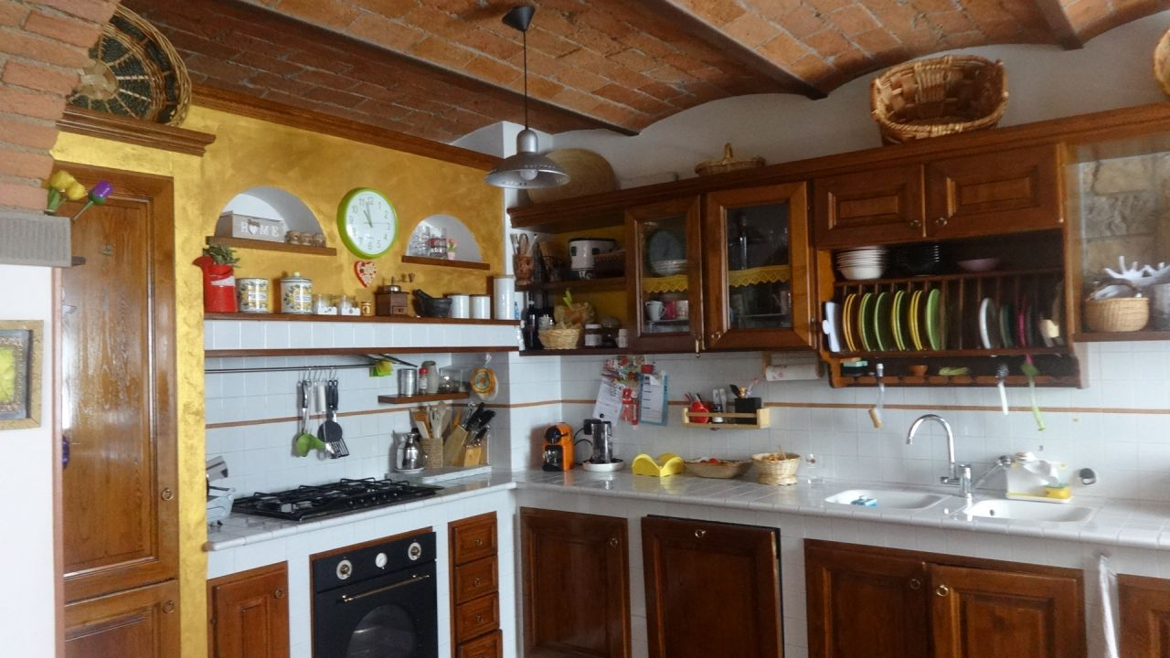 Terratetto 5 locali in vendita a Carmignano (PO)