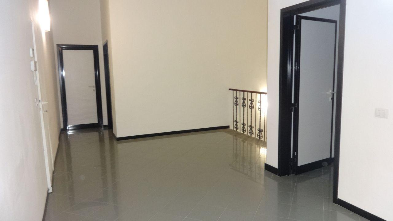 Ufficio / Studio in affitto a Carmignano, 4 locali, prezzo € 800 | CambioCasa.it