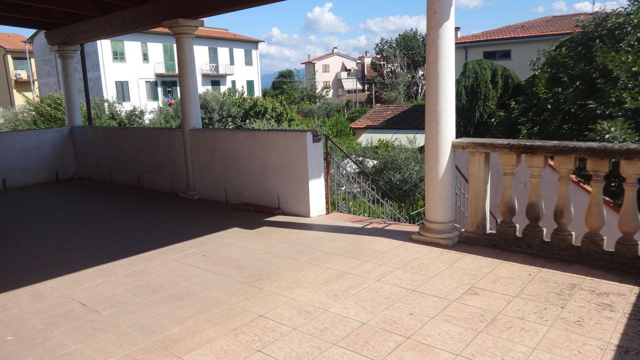 Appartamento indipendente 5 locali in vendita a Carmignano (PO)