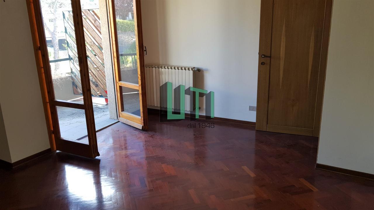 Appartamento in ottime condizioni in vendita Rif. 8076116