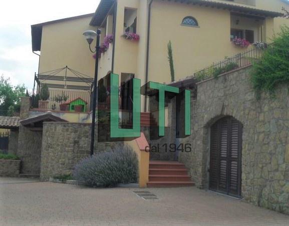 Appartamento ristrutturato arredato in affitto Rif. 8210086