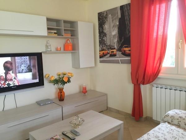Soluzione Semindipendente in Affitto a Camaiore