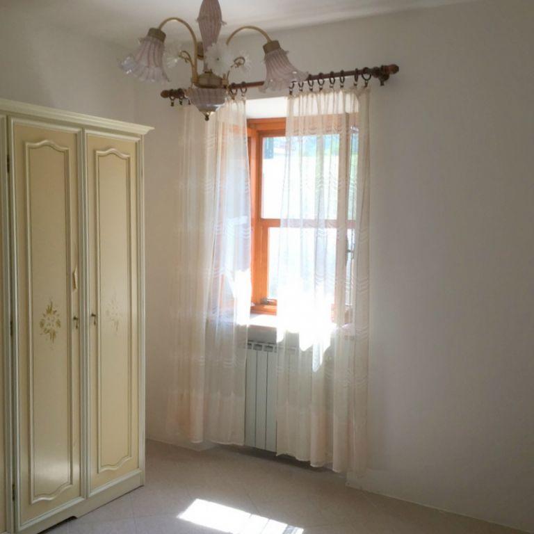 Appartamento in vendita a Massarosa, 4 locali, zona Località: GENERICA, prezzo € 120.000 | Cambio Casa.it