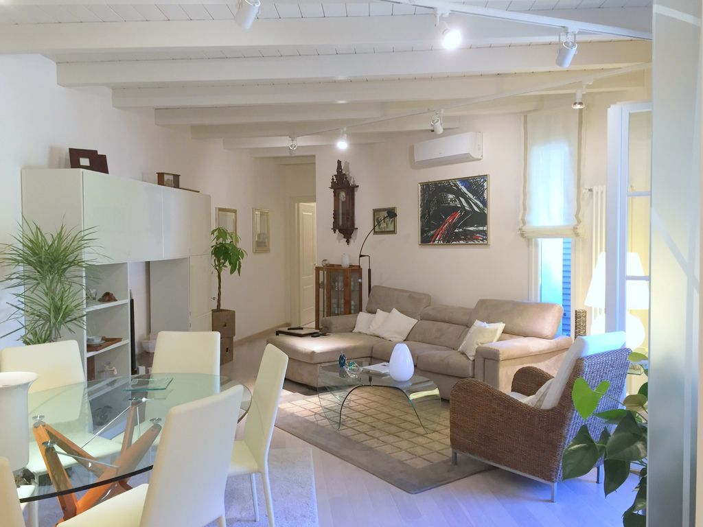 Appartamento in vendita a Massarosa, 6 locali, zona Località: GENERICA, prezzo € 290.000 | Cambio Casa.it