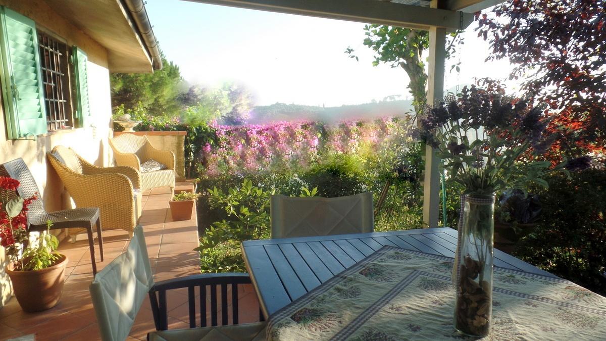 Villa in vendita a Massarosa, 6 locali, prezzo € 400.000 | CambioCasa.it