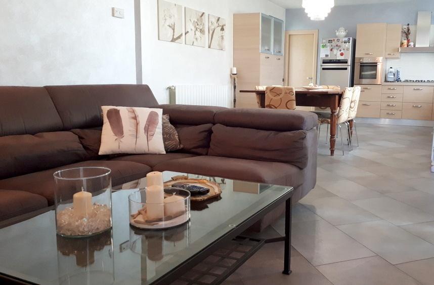 Appartamento in ottime condizioni arredato in vendita Rif. 8500035