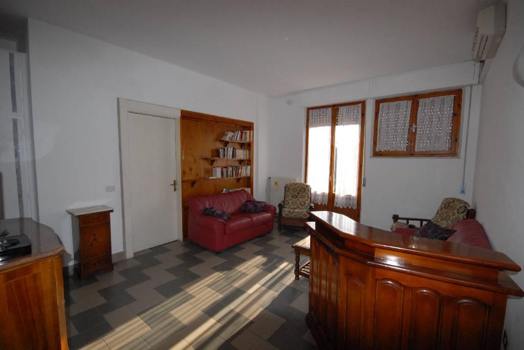 vendita appartamento follonica centro  230000 euro  5 locali  90 mq