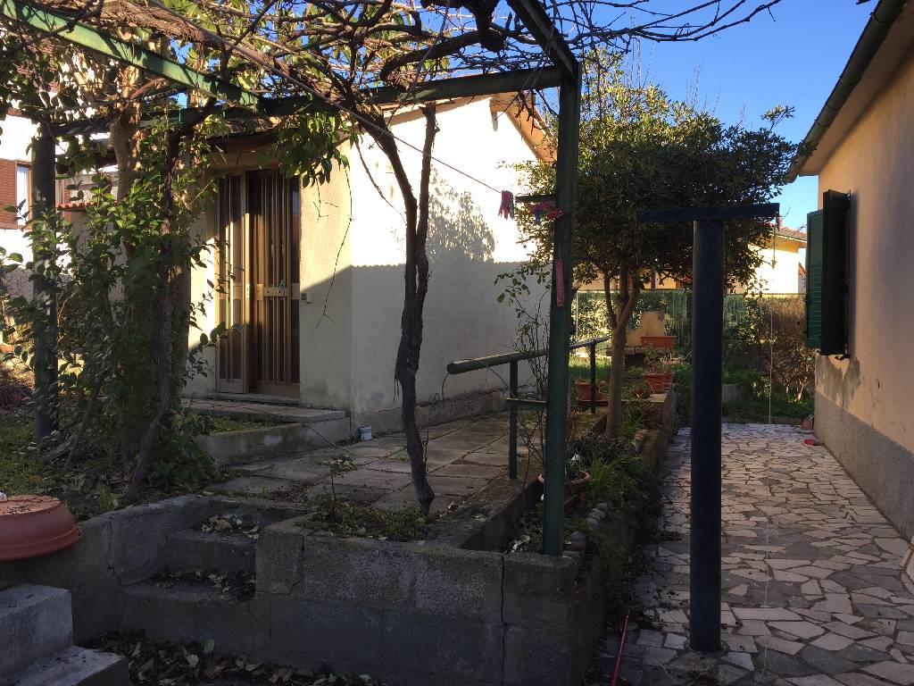 Soluzione Indipendente in vendita a Gavorrano, 4 locali, zona Località: BAGNO DI GAVORRANO, prezzo € 200.000 | Cambio Casa.it