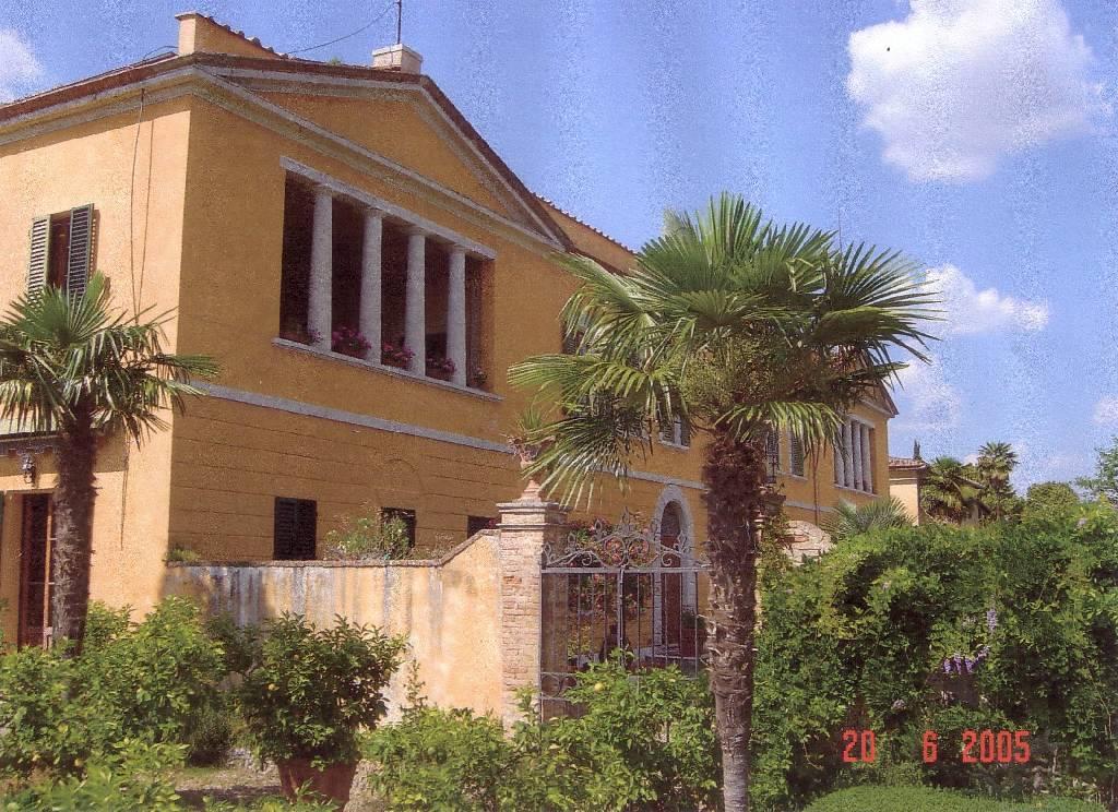Palazzo / Stabile in vendita a Gaiole in Chianti, 9999 locali, zona Località: GENERICA, Trattative riservate | Cambio Casa.it