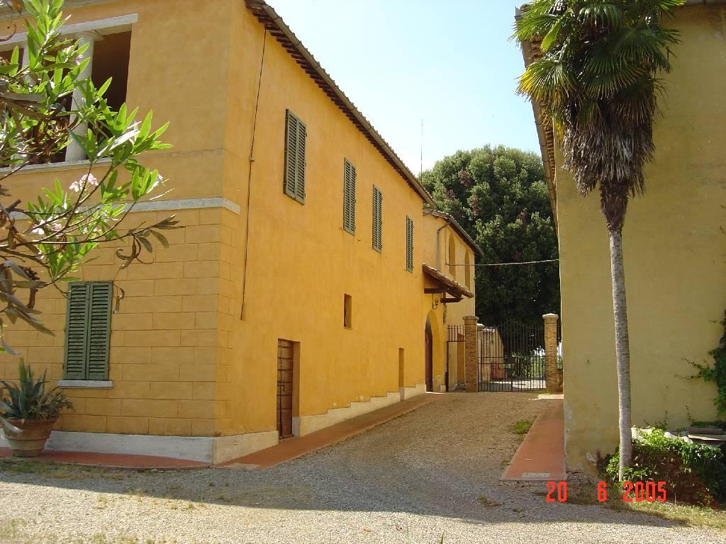 Palazzo / Stabile in vendita a Gaiole in Chianti, 9999 locali, Trattative riservate | CambioCasa.it