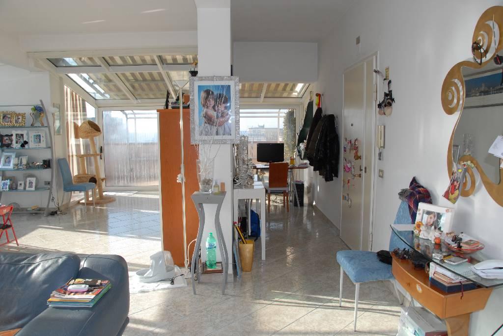 Attico / Mansarda in vendita a Follonica, 6 locali, Trattative riservate | CambioCasa.it