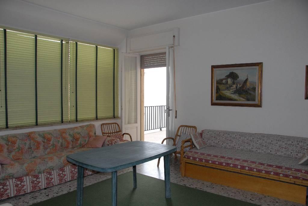 Appartamento in affitto a Follonica, 6 locali, zona Località: CENTRO, Trattative riservate | Cambio Casa.it