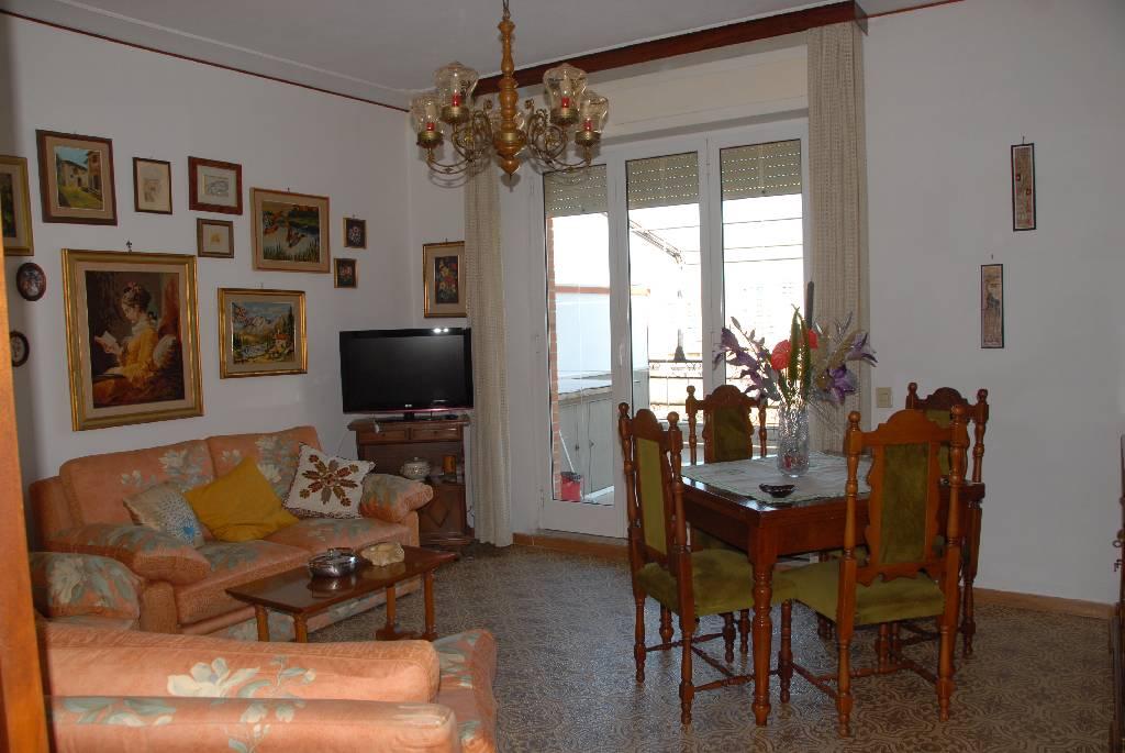 affitto appartamento follonica centro  4 locali  80 mq