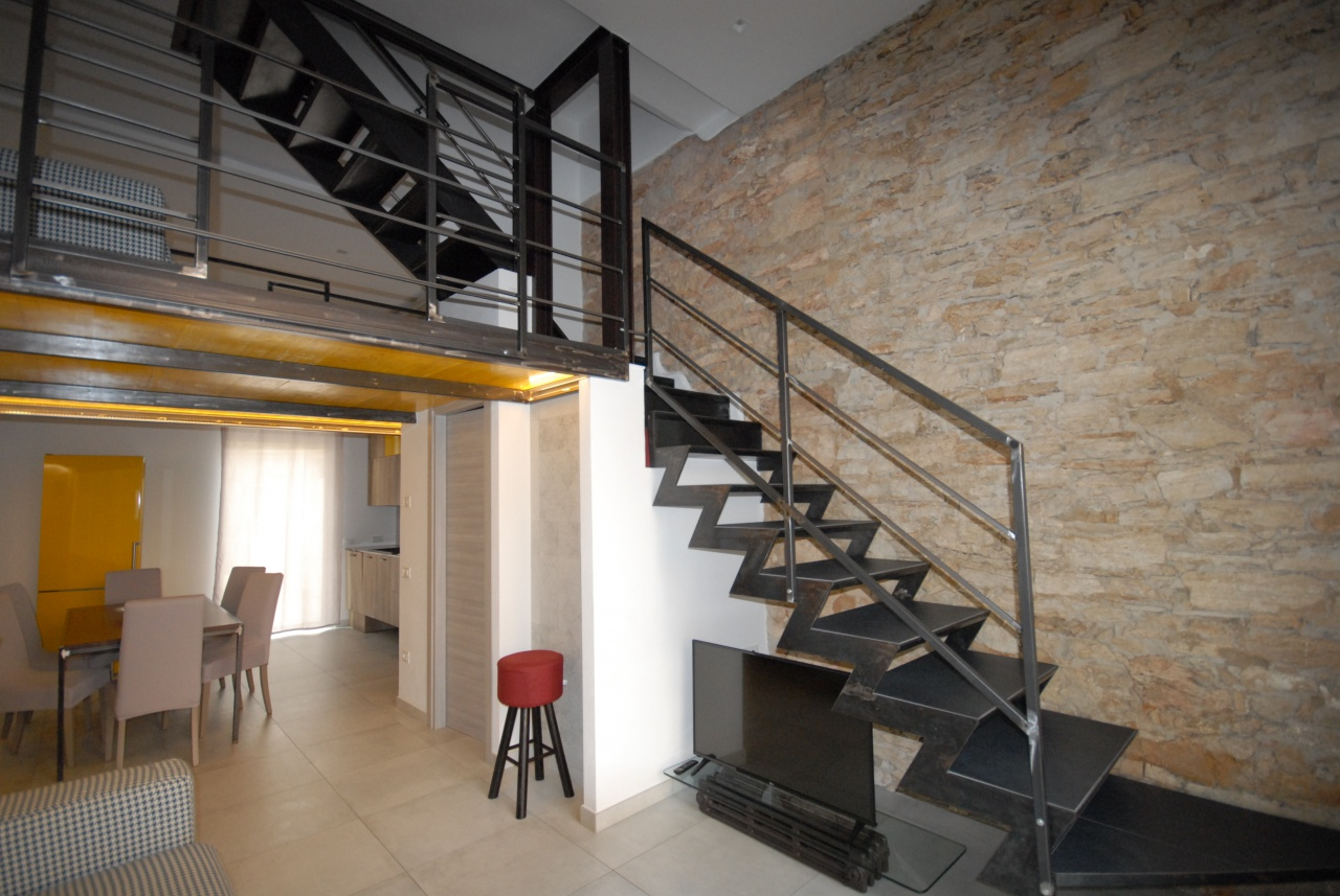 Appartamento ristrutturato in vendita Rif. 8500039