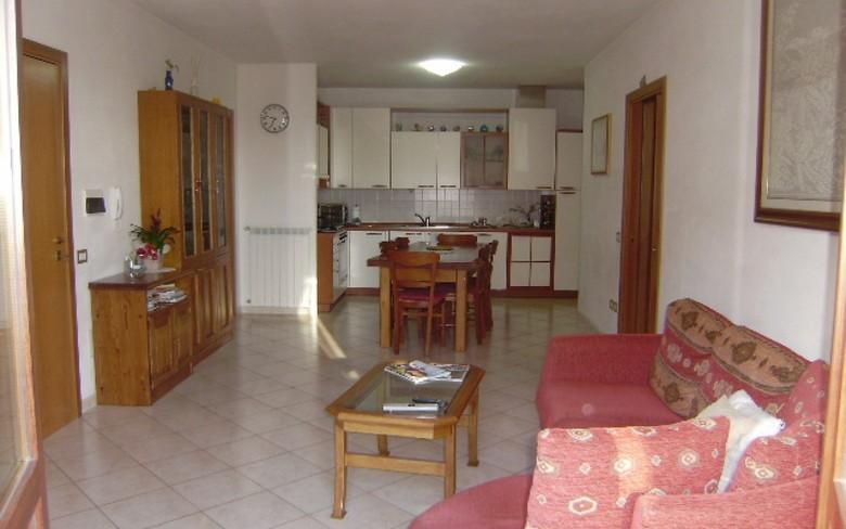Appartamento in vendita a Foiano della Chiana, 5 locali, prezzo € 140.000 | PortaleAgenzieImmobiliari.it