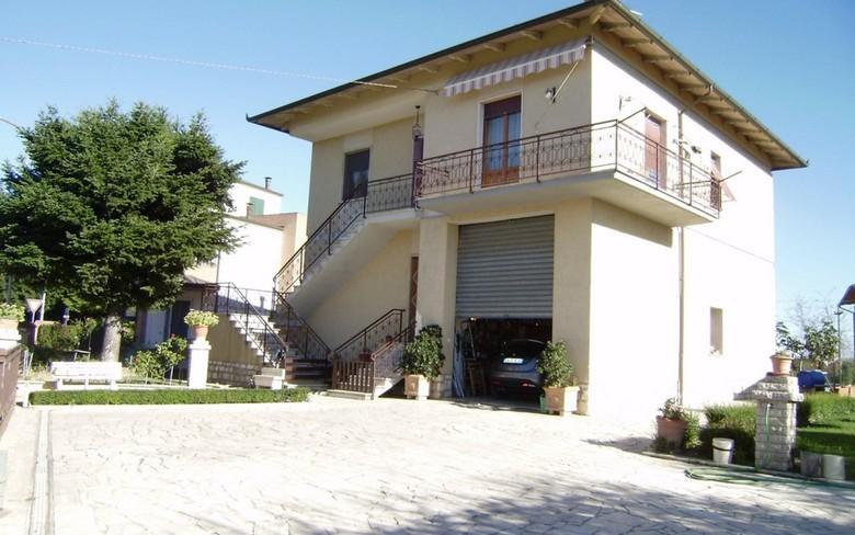 Villa in buone condizioni in vendita Rif. 10393316