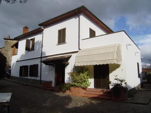 Villa in vendita a Arezzo, 8 locali, zona Località: (ZONA BATTIFOLLE / RUSCELLO / POGGIOLA), prezzo € 390.000 | Cambiocasa.it