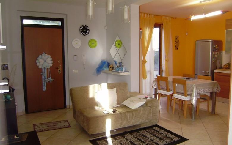 Appartamento di recente costruzione con ingresso singolo, posto al piano terreno, superficie circa mq. 73, composto da soggiorno, cucina, studio, 2 ca