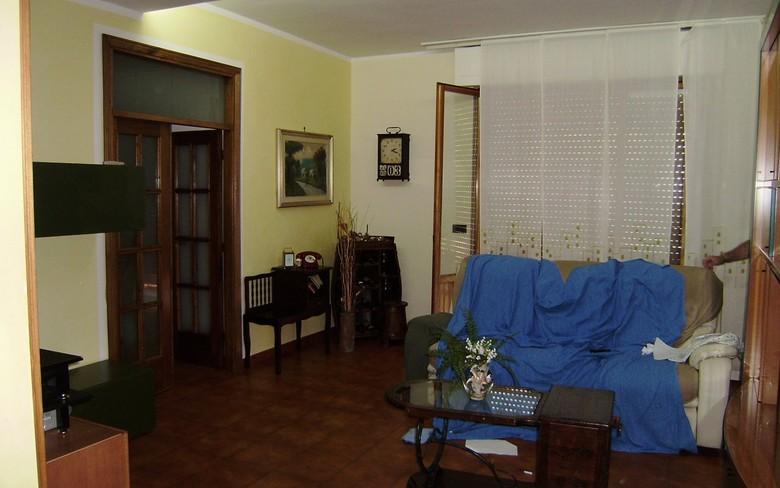 Loc. Pozzo, appartamento posto al secondo ed ultimo piano di una palazzina condominiale, superficie circa mq. 90, composto da grande cucina/pranzo