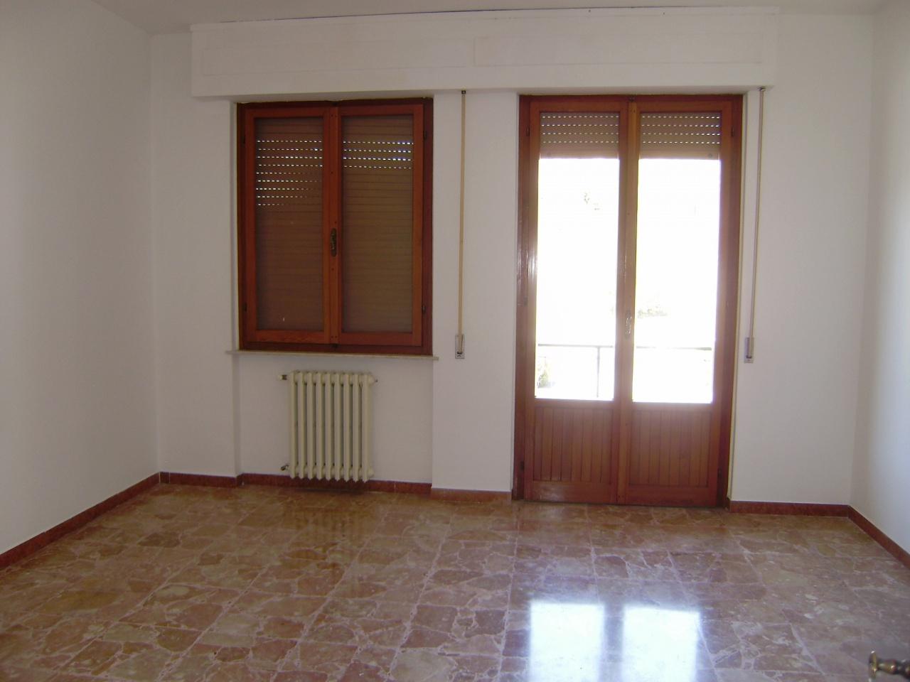 Appartamento da ristrutturare in affitto Rif. 8279692